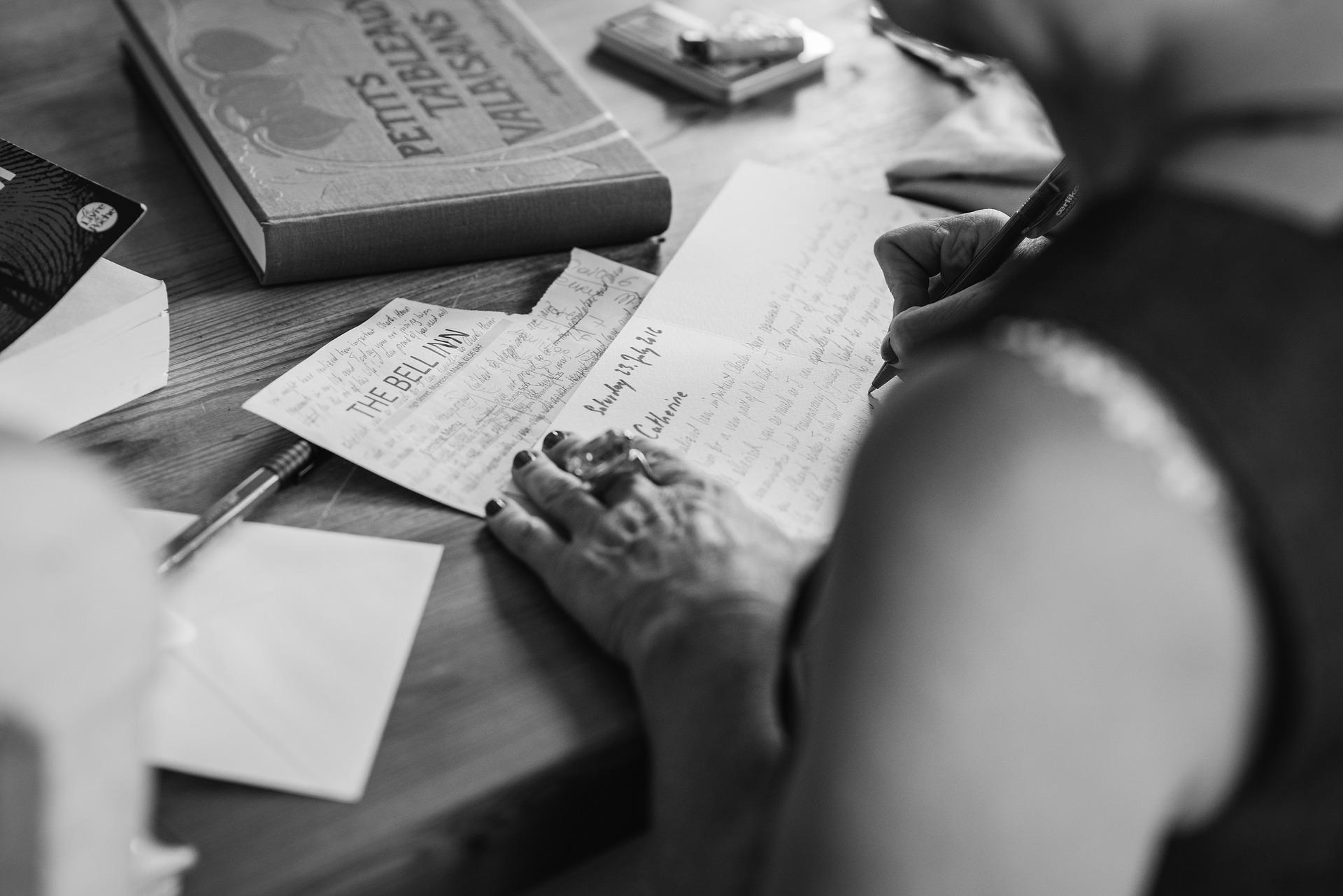 hands-writting-2110452_1920