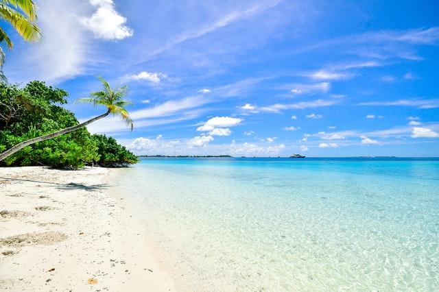 krásna piesočnatá pláž