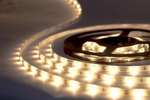 Pestré osvetlenie izieb zabezpečia LED pásiky